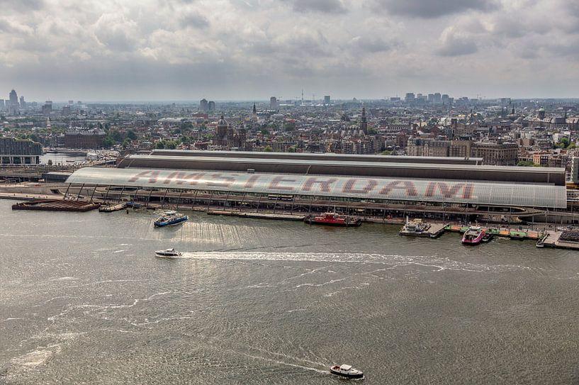 Skyline Amsterdam met Centraal Station van John Kreukniet