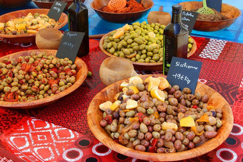 Mediterrane olijven van Inge Hogenbijl