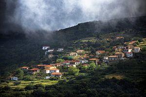Dorp op berg in Peloponnesos, Griekenland van