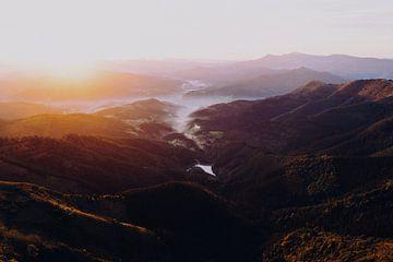 Zonsondergang in een vallei