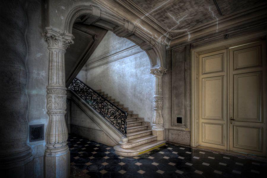 Urbex trappenhuis in kasteel poeke van henny reumerman op canvas