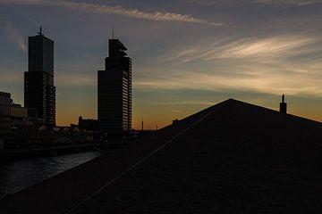 Rotterdam bij zonderondergang van Peter Dane