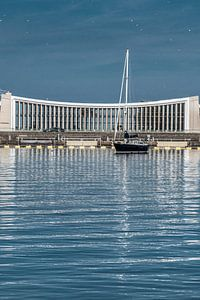 Zeilboot voor het gemaal van het Friese havenstadje Stavoren