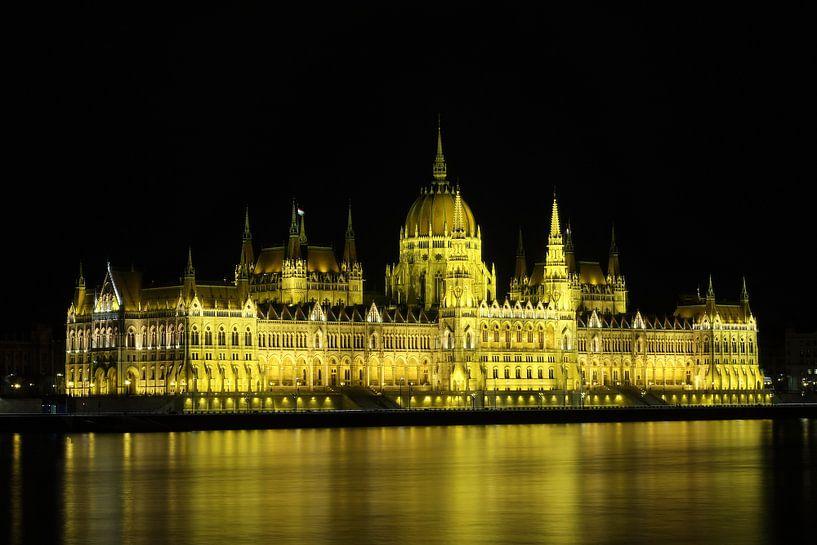Parlementsgebouw in Boedapest Hongarije van Jordi Woerts