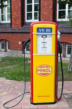 Oude DDR benzinepomp van t.ART