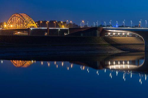 Nijmegen in de avond