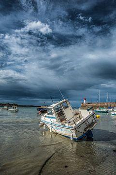 De haven van Erquy-Bretagne-Frankrijk bij eb van Harrie Muis