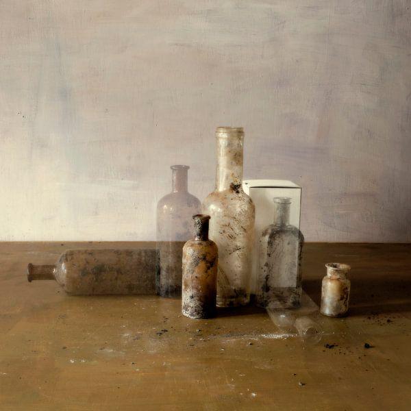 Stilleven met flesjes sur Marion Kraus