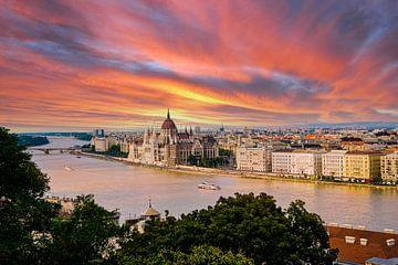 Hongaars Parlementsgebouw langs de Donau