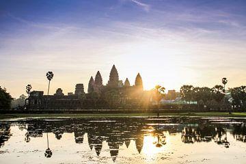 Sonnenaufgang über dem Angkor War Tempel