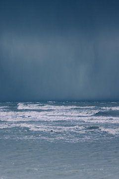 regen boven zee van Thierry Matsaert