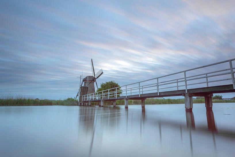 Oude loopbrug bezoekermolen Kinderdijk. van Adrian Visser