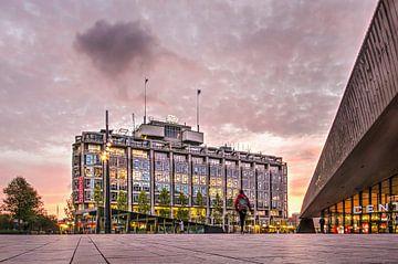 Groothandelsgebouw en Centraal Station van