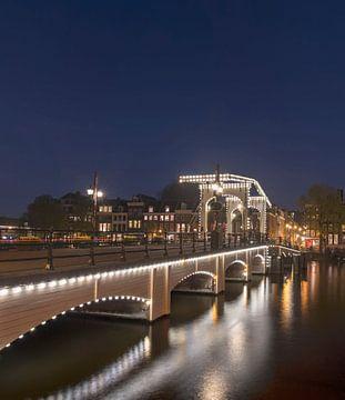 Skinny Brücke Amsterdam mit Beleuchtung von Peter Bartelings Photography