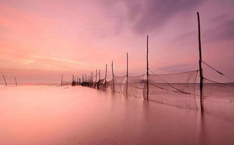Visnetten Texrl bij zonsopkomst van John Leeninga