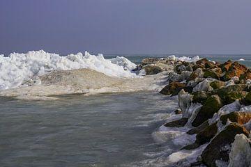Markermeer en Gouwzee met kruiend ijs van Alice Berkien-van Mil