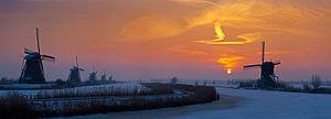 Panorama zonsopkomst Kinderdijk in de winter