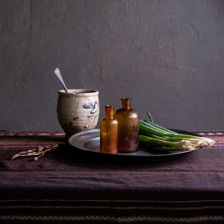 Modern stilleven met aardewerk en bosui van Affect Fotografie