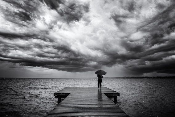 Dreigende wolken boven het Gardameer