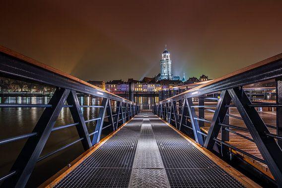 Deventer Skyline at Night met loopbrug van Jan Haitsma