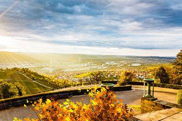 Uitzicht op Stuttgart vanuit de grafkapel op de Württemberg van Jürgen Neugebauer | createyour.photo