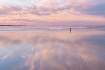 Pastel lucht gespiegeld in de Dollard van Anita Meis