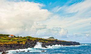 De kust op een van de eilanden van de Azoren van