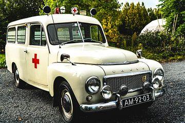 Ambulance Volvo oldtimer sur Abraham van Leeuwen