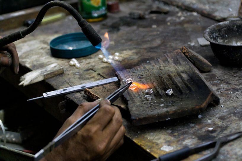 Working Hands: the silversmith von Brenda Reimers