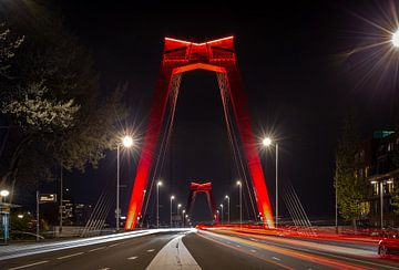 Die Willemsbrug am Abend. von Claudio Duarte