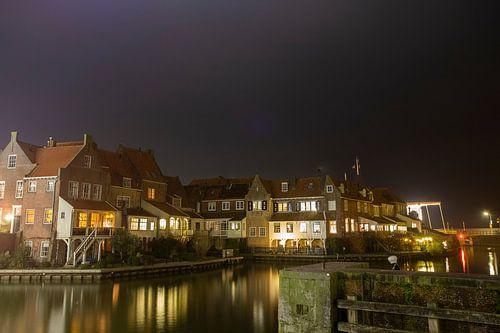 Oud Enkhuizen by night van