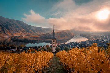 Kerktoren bij Bremm in een kleurrijke herfstlook van Christian Klös