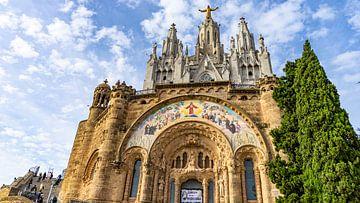 Kirche auf dem Gipfel des Tibidabo in Barcelona, Spanien von Jessica Lokker