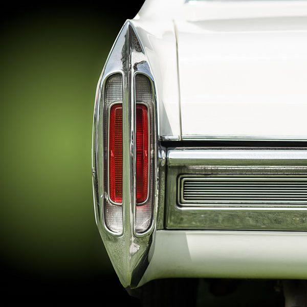Achterlicht van een amerikaanse retro auto uit de jaren vijftig van mike van schoonderwalt