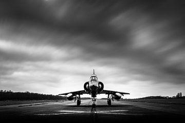 Altes Mirage 5 unter dunklen Wolken von Kris Christiaens