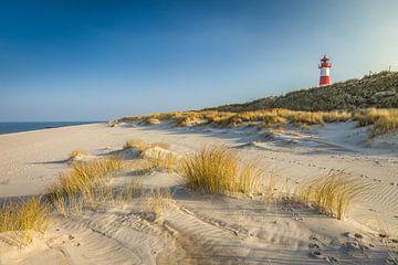 Strand en vuurtoren Lijst-Oost op het Elleboogschiereiland, Sylt van Christian Müringer