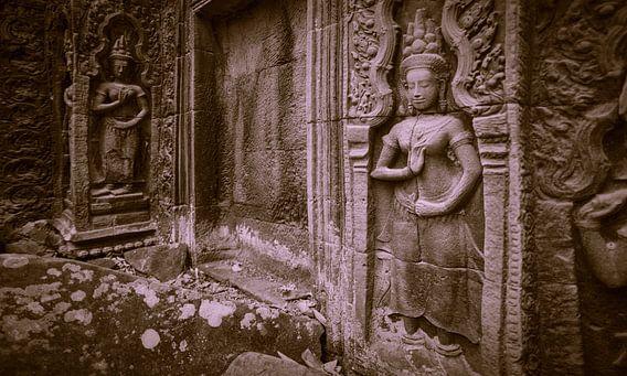 Apsara dancers, Ta Prohm, Cambodia von Robert van Hall