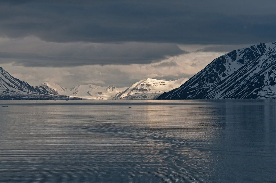 Zonsondergang in Krossfjorden  Spitsbergen