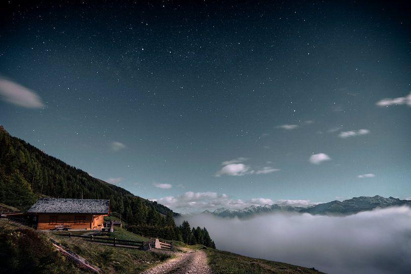 Bij volle maan boven de wolken van Joost Lagerweij