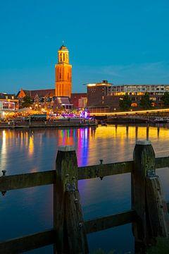 Zwolle tijdens een zomeravond met de Peperbus toren in de oude stad van Sjoerd van der Wal