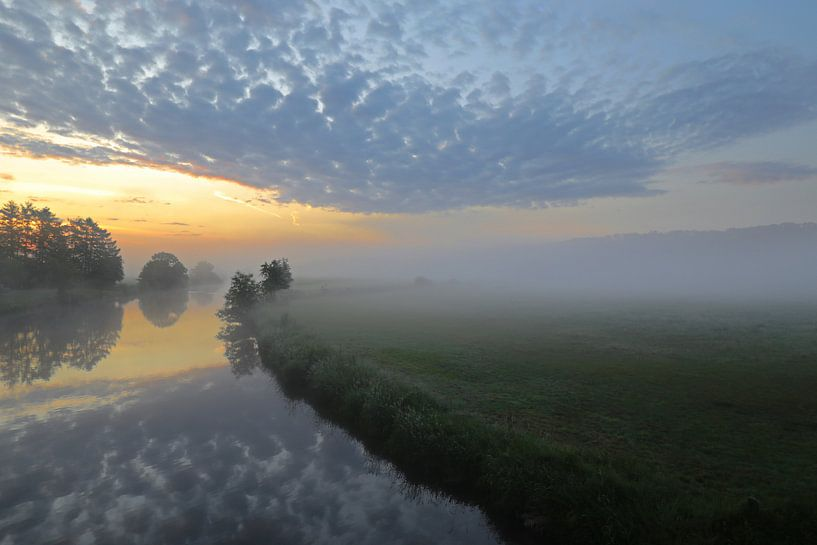 Mist tussen de wolken van Bernhard Kaiser