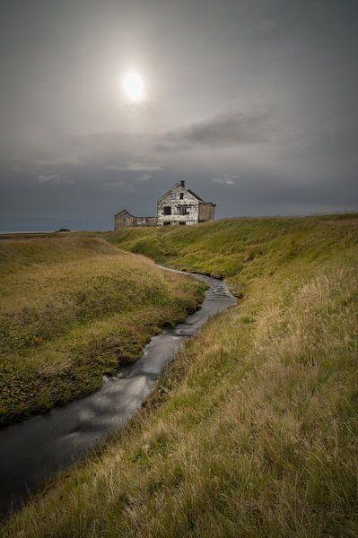 An abandoned house van Hans Kool
