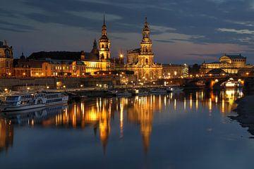 Elbufer in Dresden zur Nacht von Sabine Wagner
