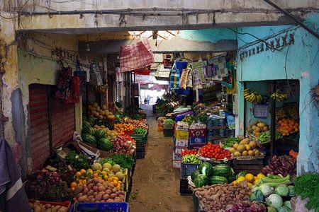 Steeg in een Marokkaanse souk van Andrew Chang