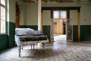 Verlaten Piano in Hal.