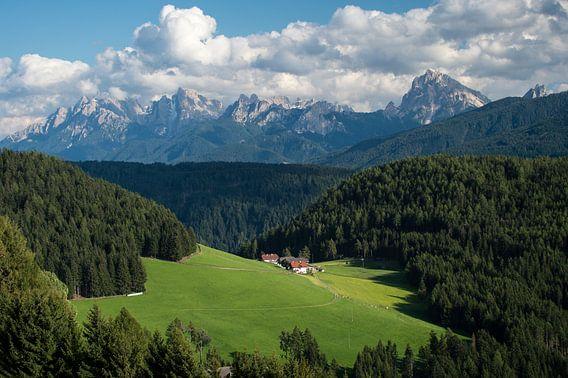 Bergdorf in den Dolomiten