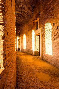 In de hal van de markten van Trajanus in het oude Rome von Ineke Huizing