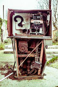 Roestige benzinepomp