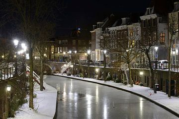 Oudegracht in Utrecht tussen Zandbrug en Jacobibrug van Donker Utrecht