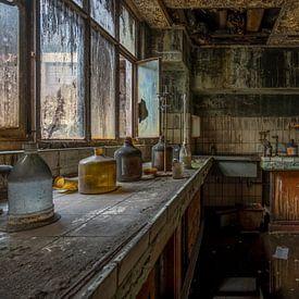 Chemisch labo van een staalfabriek. van Karl Smits